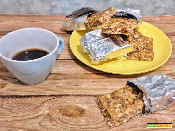 Barrette energetiche vegan con avena e frutta secca senza zucchero e senza burro