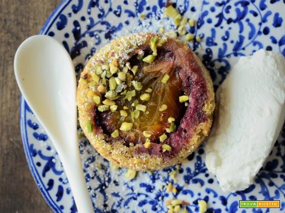 Tortine alle prugne, pistacchi e olio d'oliva (senza glutine e senza latticini)