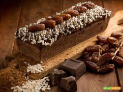 Delizioso plumcake al cioccolato con riso soffiato e datteri