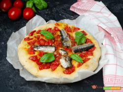 Focaccia con sardine e pomodorini
