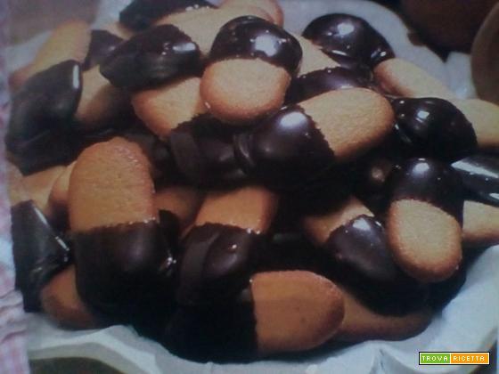 Lingue di gatto al cioccolato
