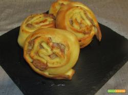 Ricetta – Rotelle di pane con strutto e salsiccia