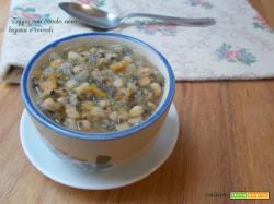 Zuppa con cavolo nero, legumi e cereali