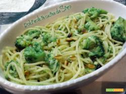 Spaghetti con broccoli e zucchine al pesto