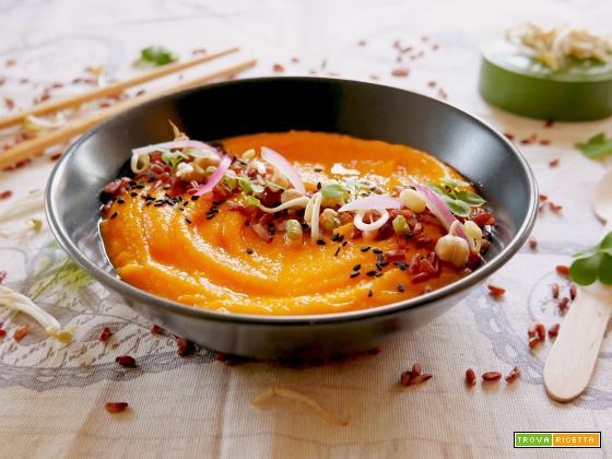 Crema di Zucca con riso rosso, ceci, lenticchie e soia germogliata