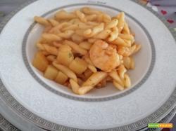 Strozzapreti risottati con gamberi e patate