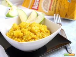 Risotto semintegrale con mela e curry