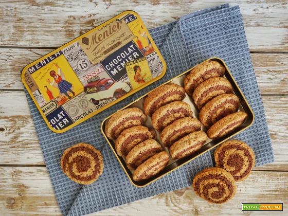 Biscotti bicolore con cannella e noce moscata