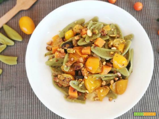 Foglie d'olivo ai pomodorini gialli e pistacchi