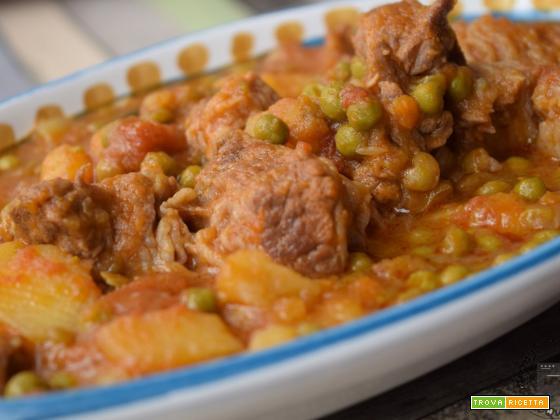 Spezzatino con piselli e patate
