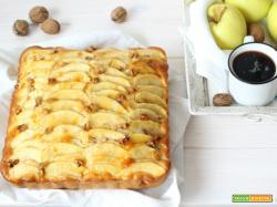 Torta di mele e noci con marmellata