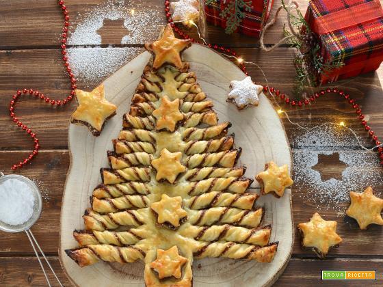 Albero di Natale di pasta sfoglia alla nocciola