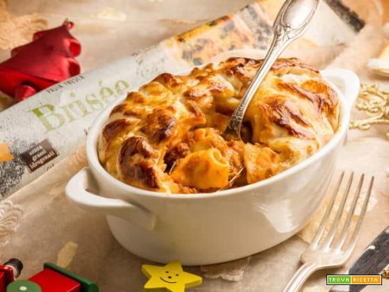 Timballo con tortellini al ragù per il pranzo dell'Epifania