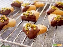 Frollini con cioccolato e pistacchi