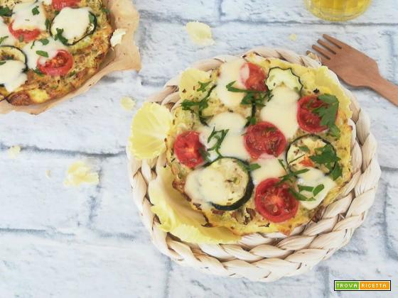 Finta pizza di verza alle zucchine e pomodorini