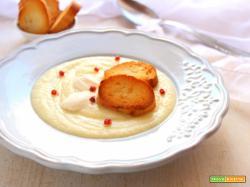 Crema di sedano rapa con panna acida e crostini