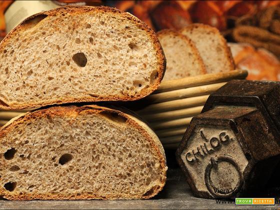 Pane con farina integrale e pasta madre
