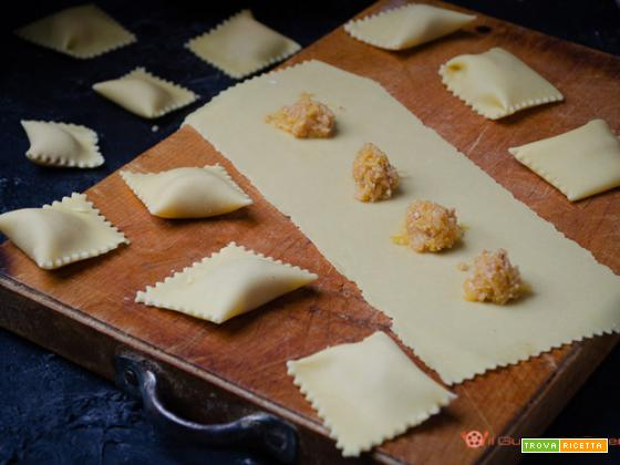Tortelli di zucca e amaretti senza mostarda