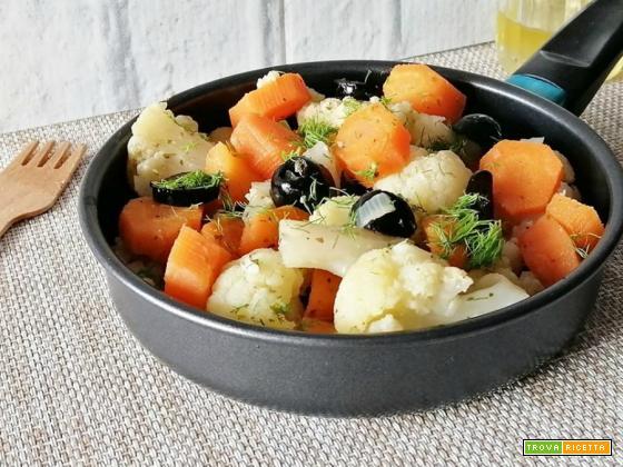 Cavolfiore in padella con carote e olive nere