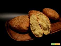 Panini di semola rimacinata di grano duro al burro cotti in friggitrice ad aria