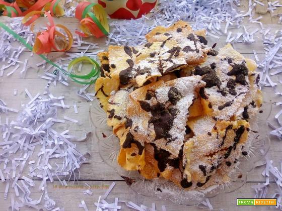 Chiacchiere senza glutine con cioccolato fondente