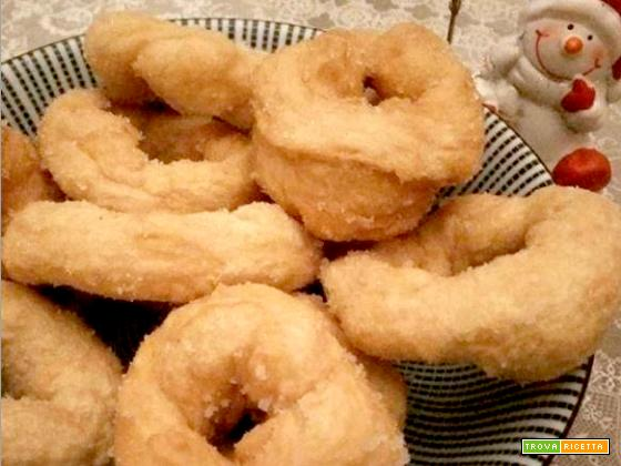 Ciambelle fritte dolci o salate di patate