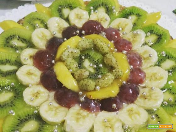 Crostata morbida alle mandorle con frutta fresca