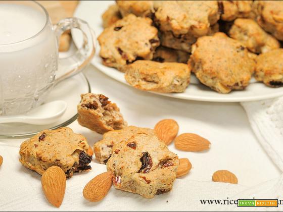 Biscotti integrali con frutta secca senza zucchero