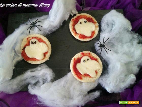 Pizzette fantasma - Ricetta di Halloween - La cucina di mamma mary