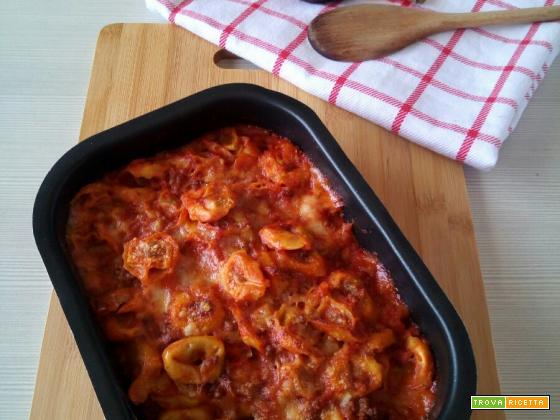 Tortellini pasticciati con ragù e besciamella