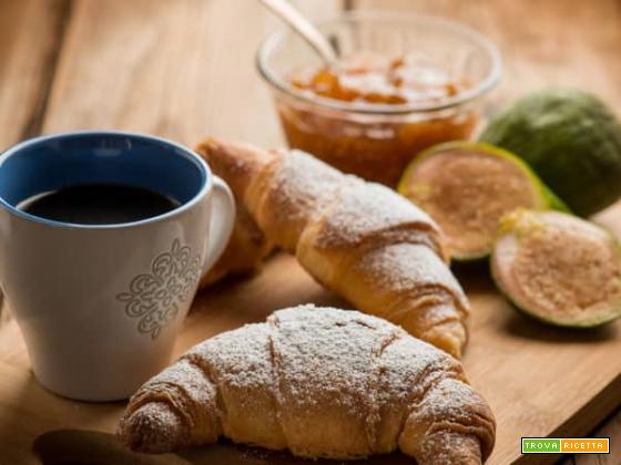 Croissant classico senza glutine per una dolce colazione