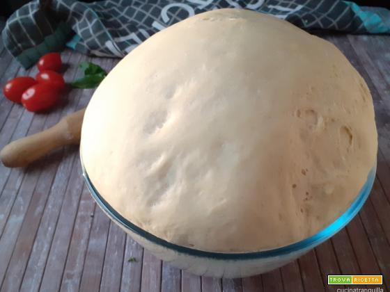 Impasto base per pizza con poco lievito