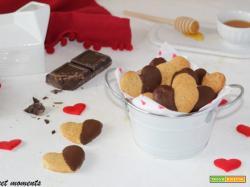 Biscotti miele e cannella con cioccolato fondente