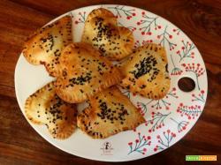 Cuori di brisè ripieni di cavolo cappuccio e gorgonzola in friggitrice ad aria