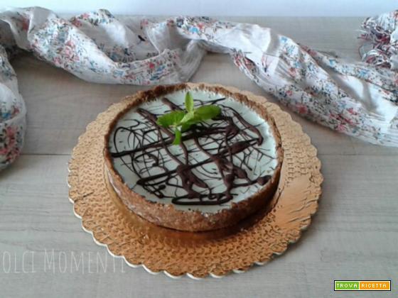 Crostata senza cottura al cacao con panna cotta alla menta
