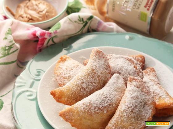Ravioli dolci di Carnevale ripieni di nocciolata bianca