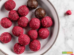 Energy Balls al Cacao Cocco e Lamponi  | Vegan Peanut Butter and Raspberry Cacao Energy Balls
