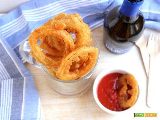Anelli di cipolla fritti (onion rings) con pastella alla birra