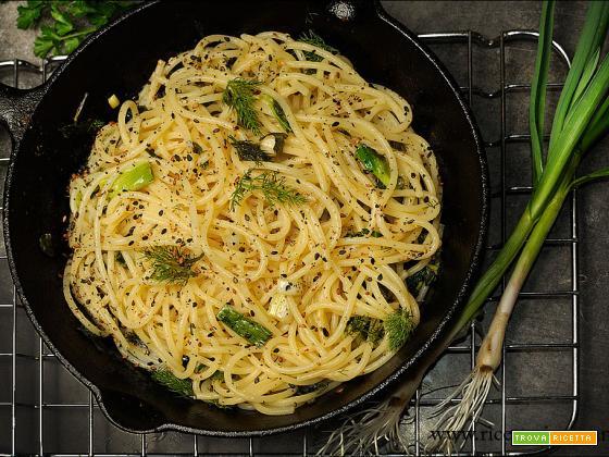 Spaghettata con aglio fresco e erbe aromatiche