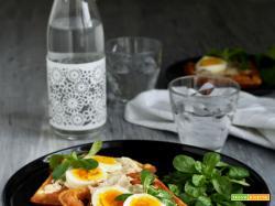 Waffle salati con tonno e uova