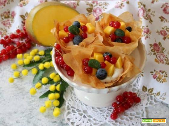 Cestini croccanti con crema e frutta, una gioia per il palato