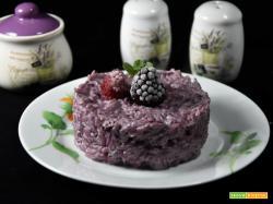 Risotto con frutti di bosco e salsiccia aromatizzato al Merlot