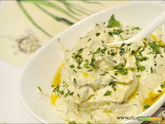 Spalmabile di tofu all'aglio fresco senza glutine