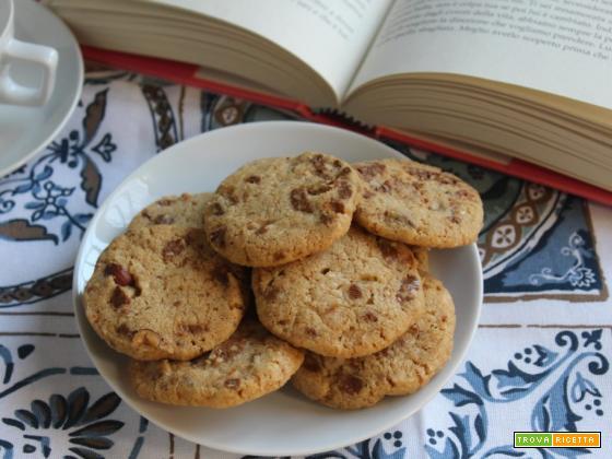 Biscotti con nocciole e cioccolato