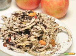 Spirali di mela con papavero,bacche Goji e mandorle