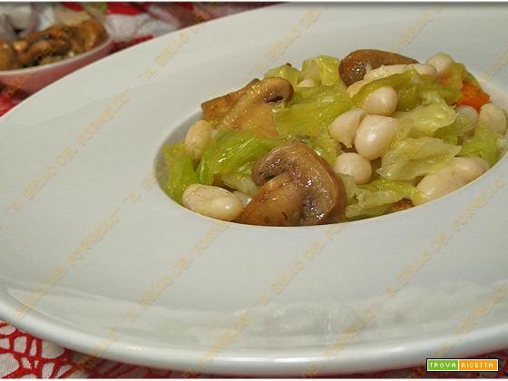 Zuppa di verza fagioli e funghi