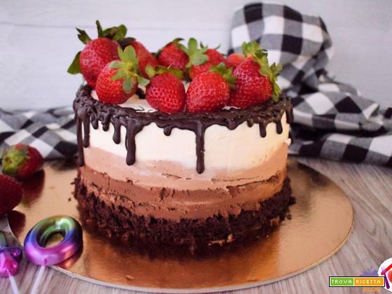 Drip cake ai tre cioccolati