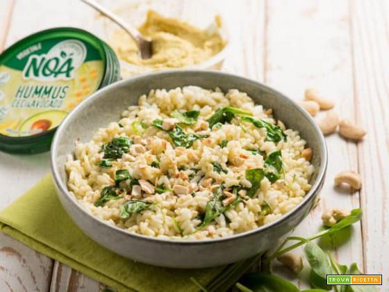 Insalata di riso con hummus di ceci e avocado Noa, un primo leggero e gustoso