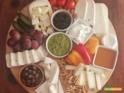 Preparare un tagliere misto di formaggi in modo semplice e bello da vedere