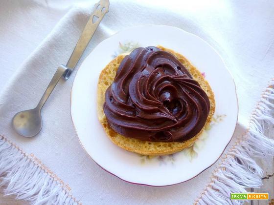 Crema al cioccolato senza uova e senza glutine